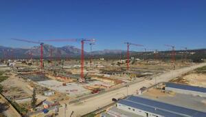 23 kule vinç çalışıyor, bin 200 işçi de aynı anda 93 bloğu inşa ediyor