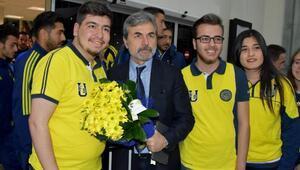Fenerbahçeye Sivasta maşaleli karşılama
