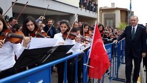 (Ek fotoğraflar) Sulukule Sanat Akademisi çaldı, Erdoğan Tuna Nehri Türküsünü söyledi