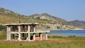 Datçada sit alanındaki kaçak otel inşaatı sürüyor