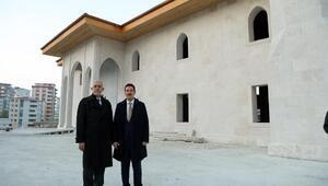 Başkan Tok, kendi yaptırdığı cami ve külliye inşaatını inceledi
