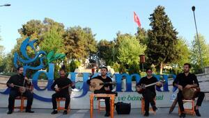 İranlı sanatçılarından mini konser