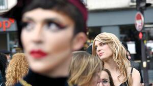 Paris'te 'seksi' bir protesto