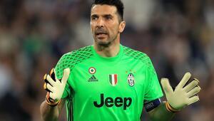 40 yaşında teklif aldı Buffon...