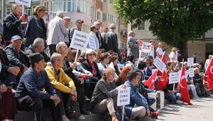 Amasyada CHPlilerden OHALe karşı oturma eylemi