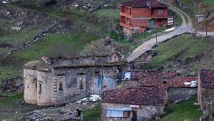 Arkeolojik doğal sit alanıSanta Harabelerine tuğla bina