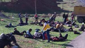 Erzurumda kaçakları taşıyan kamyon devrildi: 1 ölü, 30 yaralı
