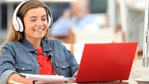 İnternette yazışırken ders çalışmak mümkün mü