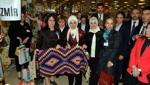 Emine Erdoğan, Kınık kilimlerini beğendi