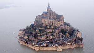 Fransa'daki tarihi ada terör şüphesiyle boşaltıldı