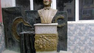 Şarköyde Atatürk büstüne çirkin saldırı