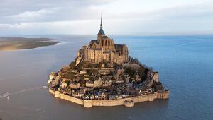 Fransadaki tarihi ada terör şüphesiyle boşaltıldı