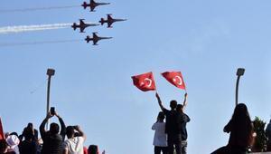 Türk Yıldızları çocuklar için uçtu