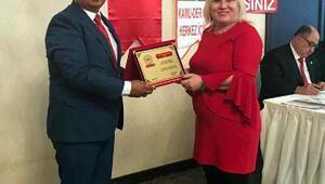 KAMU-DERden Akcana yılın belediye başkanı ödülü