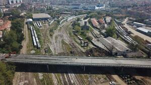 Tıbbiye Caddesi üzerindeki köprü yıkılıyor