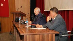 Vali Ata Erzin'de vatandaşların dertlerini dinledi