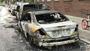 Kreuzberg'te lüks otomobili ateşe verdiler