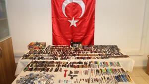 Diyarbakır Adliyesine sokulmak istenen 1488 suç aleti ele geçirildi