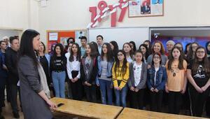 AK Partili Karaaslan, 1919 kişilik korodaki öğrencilerin provasını izledi