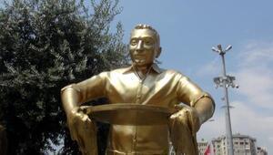 Künefeci Adam heykeline yeni tepsi