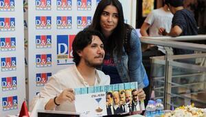 Burak Aksak yeni kitabının Ankaradaki imza gününde D&R'da okurlarıyla buluştu