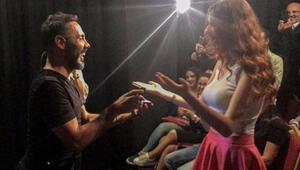 Ünlü oyuncudan sahnede evlenme teklifi