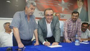 MHPli Başkan Karaçoban İYİ Parti rozetini taktı