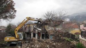 Osmangazi'de 4 ayda 72 metruk bina yıkıldı