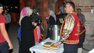 Akşehir Belediyesi camilerde ballı süt dağıttı