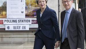 İngilterede yerel seçimlerde oy verme işlemi sona erdi