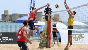 Mersin'de plaj voleybolu heyecanı