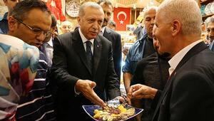 Cumhurbaşkanı Erdoğan Mısır Çarşısını gezdi