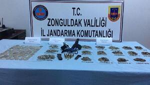 Polis ve kamu görevlisi, 2 bin 886 sikke ile yakalandı