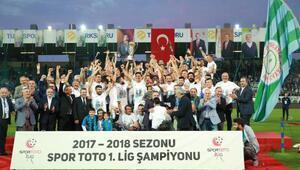 Çaykur Rizespor, şampiyonluk kupasını aldı