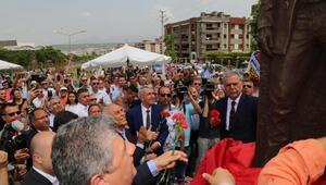 İzmirde Üç Fidan Anıtı açıldı