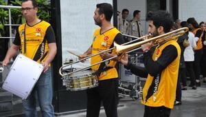 Avrupa Şampiyonu VakıfBanka bandolu karşılama