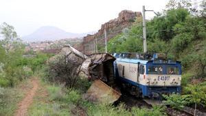 Malatyada yük trenleri çarpıştı: 2 makinist yaralı