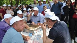 Hıdırellez Şenliğinde oğlak yeme yarışması