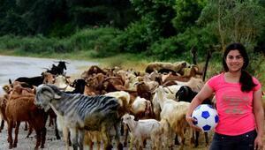 Liseli çoban kızın hedefi, futbolcu olmak