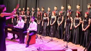 Liseli öğrencilerden konser ve sergi