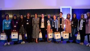 Aydın Doğan Vakfından başarılı kız öğrencilere destek