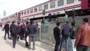 Raylarda müzik dinleyerek yürüyen kıza tren çarptı