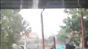 Kapalı pazarın çatısı aktı, esnaf suyun altına girdi
