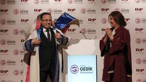 Gedik Üniversitesi ilk fahri doktora ünvanını Ziya Yılmaza verdi
