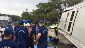 Kemerde minibüs, servis midibüsüne çarptı: 2 ölü, 11 yaralı