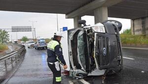 Panelvan minibüs köprü ayağına çarptı: 1 ölü, 2 yaralı