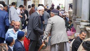 Karamollaoğlu seçim çalışmalarına Eyüp Sultan ziyaretiyle başladı