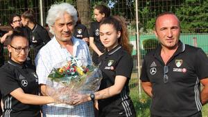 Duisburger FV 08'ın kızları ligin bitmesine 3 hafta kala şampiyon oldu