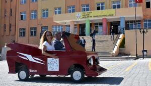 Vanlı öğrenciler mini otomobil yaptı
