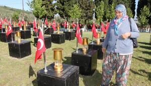 Anneler, acının yıldönümünde maden şehitlerinin mezarında